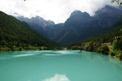 Green lake and snow mountain Royalty Free Stock Photos
