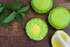 Green macarons with lemon and mint on wood Stock Photography
