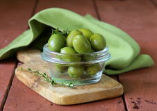 Green marinated olives in  bowl Royalty Free Stock Photos