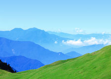 Green mountain with beautiful blue sky Royalty Free Stock Photography