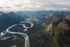 Green Mountains and Flowing River Royalty Free Stock Photos