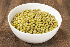Green mung beans in bowl Royalty Free Stock Photography