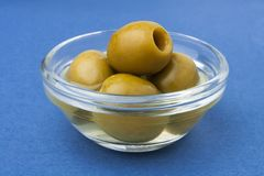 Green olives in a bowl Royalty Free Stock Photography