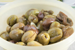 Green olives seasoned with oil and fennel seeds Royalty Free Stock Photos