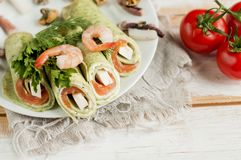 Green pancakes with spinach, seafood and melted cheese, Royalty Free Stock Photos