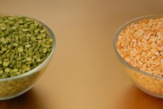 Green pea and yellow pea, split pea, Royalty Free Stock Photos