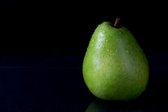 Green pear with drops of wate Royalty Free Stock Photography