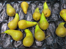 Green pears fruits in box for sale, market Stock Image
