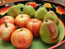 Green pears and red apples Royalty Free Stock Images