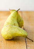 Green pears on rustic kitchen table Royalty Free Stock Photography