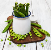 Green peas in ceramic pot Stock Images