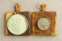 Green peas and pea flour Stock Photography