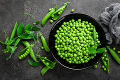 Green peas with pods and leaves Royalty Free Stock Photos