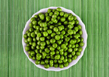 Green peas in a salad bowl Royalty Free Stock Images