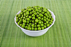 Green peas in a salad bowl Royalty Free Stock Photography