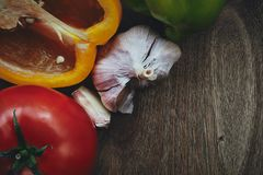 Green pepper, tomato and garlic heads Royalty Free Stock Photos