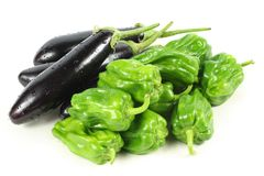 Green peppers and purple eggplant Royalty Free Stock Photos