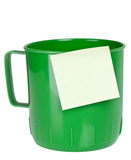Green plastic mug with sticky note Royalty Free Stock Photos