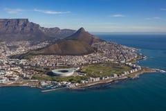 Green Point Stadium u. Löwen Haupt-Cape Town Stockbild