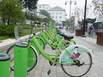 Green Public bicycles in Suzhou Royalty Free Stock Photos