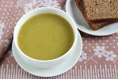 Green Pureed Soup and brown Bread Royalty Free Stock Photos