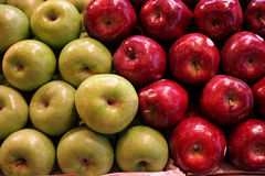 Green and red shiny apples Royalty Free Stock Photos