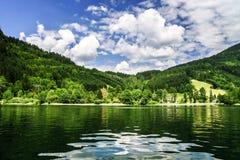 Green River in den alpinen österreichischen Bergen Stockfoto