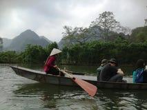 Green River para perfumar la pagoda en Hanoi, Vietnam, Asia Imagenes de archivo