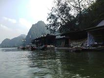 Green River som parfymerar pagoden i Hanoi, Vietnam, Asien Royaltyfri Bild