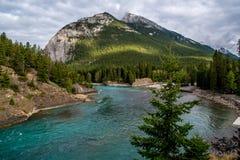 Green River und Berge in Alberta Lizenzfreies Stockfoto