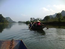 Green River, zum der Pagode in Hanoi, Vietnam, Asien zu parfümieren Stockbilder