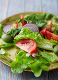 Green Salad with Tomato and Olives Royalty Free Stock Photos