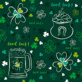 Green  seamless background for Patricks day with beer mug, pot Royalty Free Stock Photos