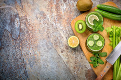 Green smoothie and ingredients Stock Photography