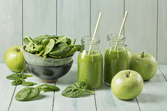 Green smoothie with spinach and apples Stock Photography