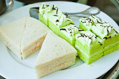 Green sponge cakes and sandwiches Royalty Free Stock Photos
