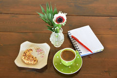 Green spotty mug , cookie and note pad Royalty Free Stock Photography