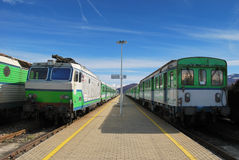 green trains at a station Royalty Free Stock Photos