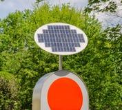 Greene energiapparat - solpanel - förnybara energikällor Arkivfoto