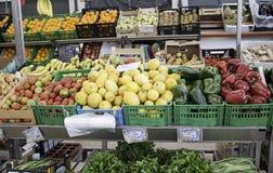 Greengrocer με τα λαχανικά Στοκ εικόνες με δικαίωμα ελεύθερης χρήσης