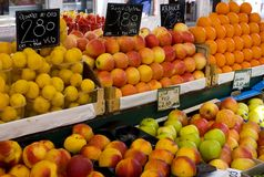 Greengrocer shelf of fruits Stock Photography