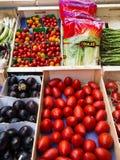 Greengrocery κατάστημα, Κάννες στοκ φωτογραφία