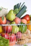Greengrocery het winkelen mand Stock Afbeelding