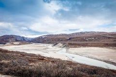 Greenlandic τοπίο χέρσων περιοχών με τον ποταμό και βουνά στοκ εικόνες με δικαίωμα ελεύθερης χρήσης