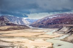 Greenlandic τοπίο χέρσων περιοχών φθινοπώρου με τις λίμνες και τα βουνά στοκ εικόνες με δικαίωμα ελεύθερης χρήσης