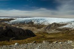 Greenlandic фронт ледника ледяной шапки и морена через долину, пункт 660, Kangerlussuaq, Гренландия стоковые фотографии rf