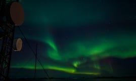 Greenlanic Północni światła i radiowy wierza Zdjęcia Stock