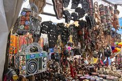 Greenmarket kwadrata kram z handmade Afrykańskimi curios fotografia stock