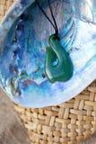 Greenstone - pendant de crochet de jade images libres de droits