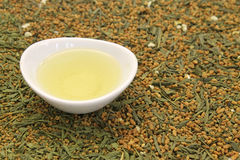 Greentea用糙米 免版税库存图片